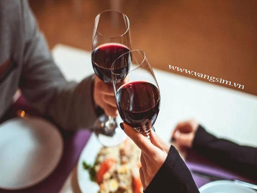 Phân biệt rượu vang thật và giả chỉ bằng vài mẹo nhỏ